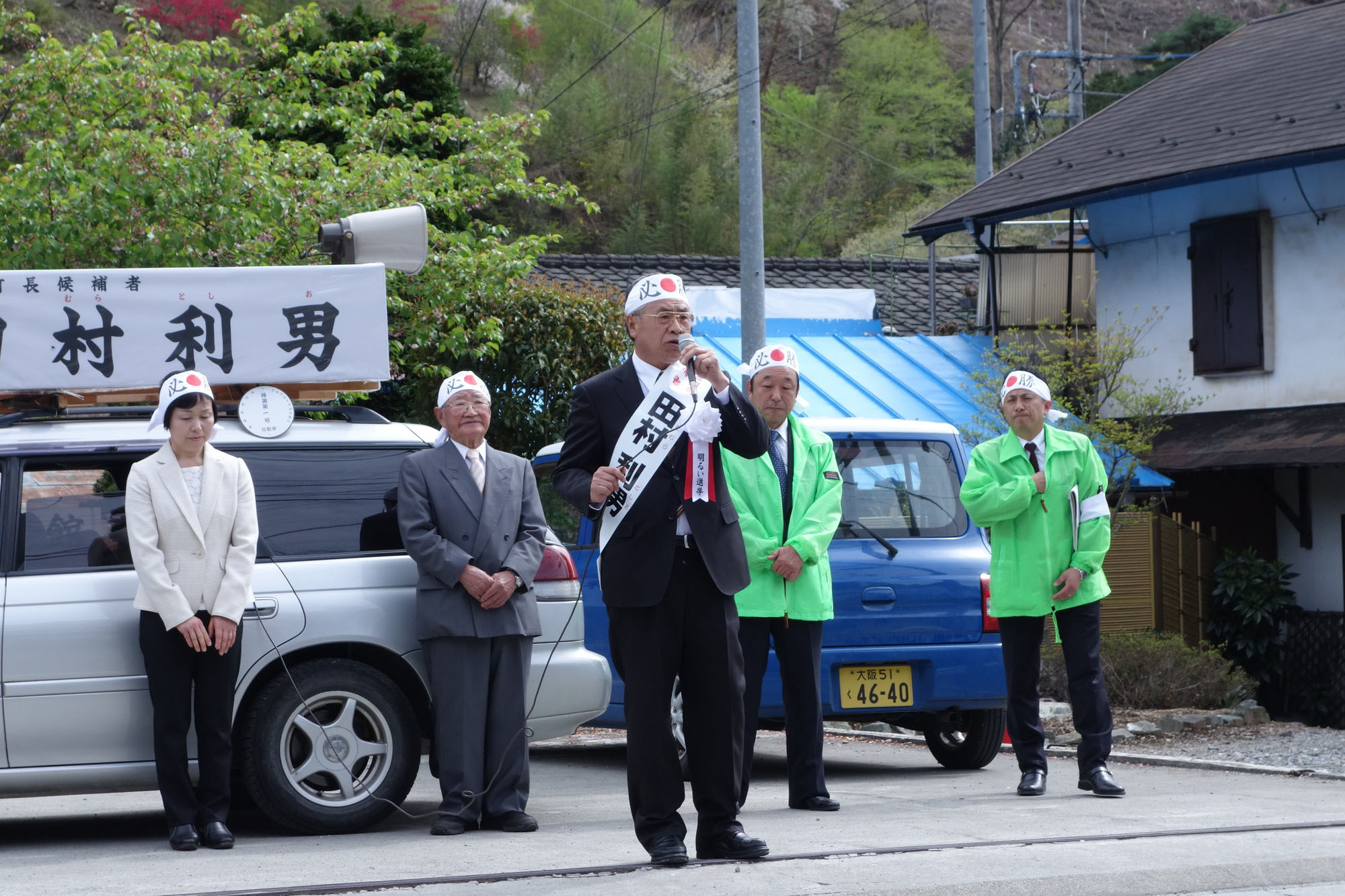 Toshio Tamura, ex-assembly chairman of Kanna, Gunma Prefecture, campaigns Tuesday in the town's mayoral election. He assumed the post without a vote, as he was the only candidate. | REIJI YOSHIDA