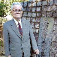Ex-Imperial guard, 92, mourns fallen WWII comrades