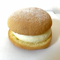 Sweet cream between soft buns at Omotesando's Anovan bakery