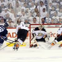 Ducks finish sweep of Jets