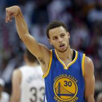 Curry shines as Warriors complete sweep of Pelicans
