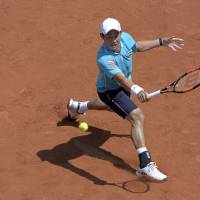 Nishikori moves into Barcelona semifinals