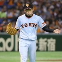 No sweat: Yomiuri starting pitcher Kazuto Taguchi returns to the bench after the seventh inning of the Giants' 2-1 win over the Swallows on Saturday at Tokyo Dome. | KYODO