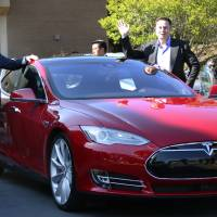 Tesla Motors Inc. CEO Elon Musk and Prime Minister Shinzo Abe prepare to take a ride in the carmaker's electric vehicle at the company's headquarters in California during Abe's recent tour of the United States. | POOL / KYODO
