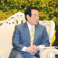 Senior Chinese leader urges Abe to admit wartime mistakes