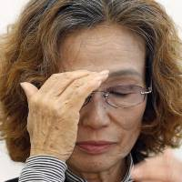 Junko Ishido, the mother of journalist Kenji Goto, holds a news conference in Tokyo on Jan. 28 to urge Prime Minister Shinzo Abe to save her son from his Islamic State captors. | AP
