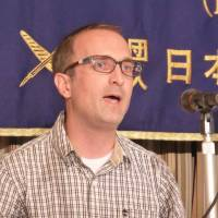 Jon Mitchell speaks about his research on military defoliants in Okinawa at a press conference at the Foreign Correspondents' Club of Japan in October 2014. | SHUSUKE MURAI
