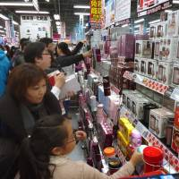 Chinese tourists spur travel account surplus