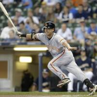Aoki's 4 hits spark Giants