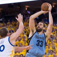 Grizzlies center Gasol to consider free agency