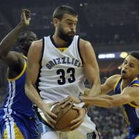 Grizzlies making noise in playoffs old-school style