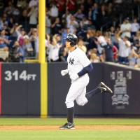 A-Rod hits 661st, passes Mays