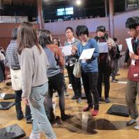 Talking points: Shizuoka Performing Arts Center workshop participants discuss topics related to theater during the weekend-long retreat in January.   NOBUKO TANAKA
