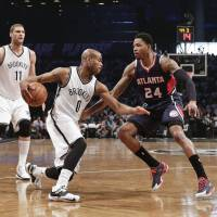 Hawks finish off Nets