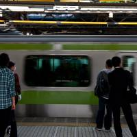 Densha ni noru tokoro refers to the moment immediately before you board the train. Change this to densha ni notte iru tokoro and you are referring to the precise moment you step on the train. Past tense, or densha ni notta tokoro, is the moment just after you boarded. | ASHINARI