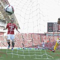 Reds beat Gamba in showdown between J. League's top two teams