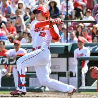Banner performance: Carp slugger Takahiro Arai strokes a two-run single in the first inning against the Giants on Tuesday at Mazda Stadium. Arai had five RBIs in Hiroshima's 13-1 rout of Yomiuri. | KYODO