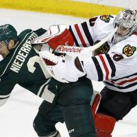 Blackhawks tame Wild to take 3-0 lead in series