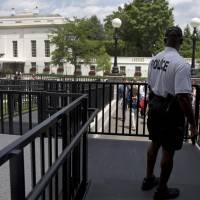 Bomb threat clears White House press briefing