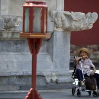 Senior travel industry booms in graying China