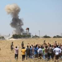 Allegedly entering from Turkey, Islamic State attacks Kurds in Kobani, Syrian forces in north