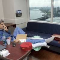Kerry tweets photo from hospital 10 days after breaking femur