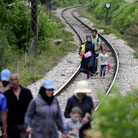 Macedonia allows migrants to legitimately transit country, exit within three days