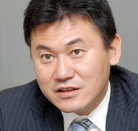 Forward-looking: Founder, president and CEO of Rakuten Inc., Hiroshi Mikitani, discusses his vision for the Internet retail super-company at his office in Higashi- Shinagawa during his JT interview in mid March.  | YOSHIAKI MIURA