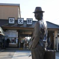 A bronze statue of Torajiro Kuruma, the hero of the 'Otoko wa Tsuraiyo' film series, stands in front of the Shibamata Station. | SATOKO KAWASAKI