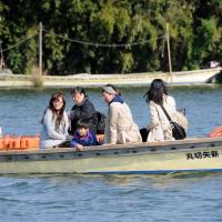 A row-boat ferry transports tourists across the Edogawa River. | SATOKO KAWASAKI
