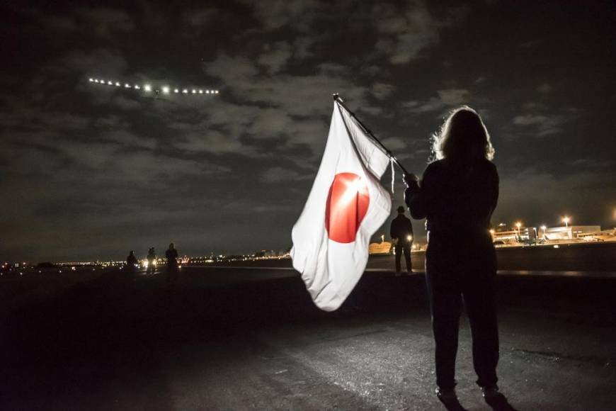 Solar plane takes off for Hawaii as support crew says thanks to Nagoya