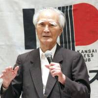 Former Prime Minister Tomiichi Murayama addresses the Kansai Press Club in the city of Osaka on Wednesday, following reports that Prime Minister Shinzo Abe does not plan to seek Cabinet endorsement for his Wold War II anniversary statement.   KYODO