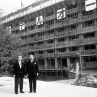 Founding fathers: Chairman Kishichiro Okura and President Iwajiro Noda observe construction progress on the hotel in 1961. Okura passed away at the age of 80, eight months after the hotel opened. | COURTESY OF HOTEL OKURA TOKYO