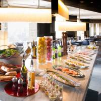 Lunch buffet at MIXX Bar & Lounge