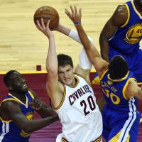 Cavs pick up Mozgov's 2016 option