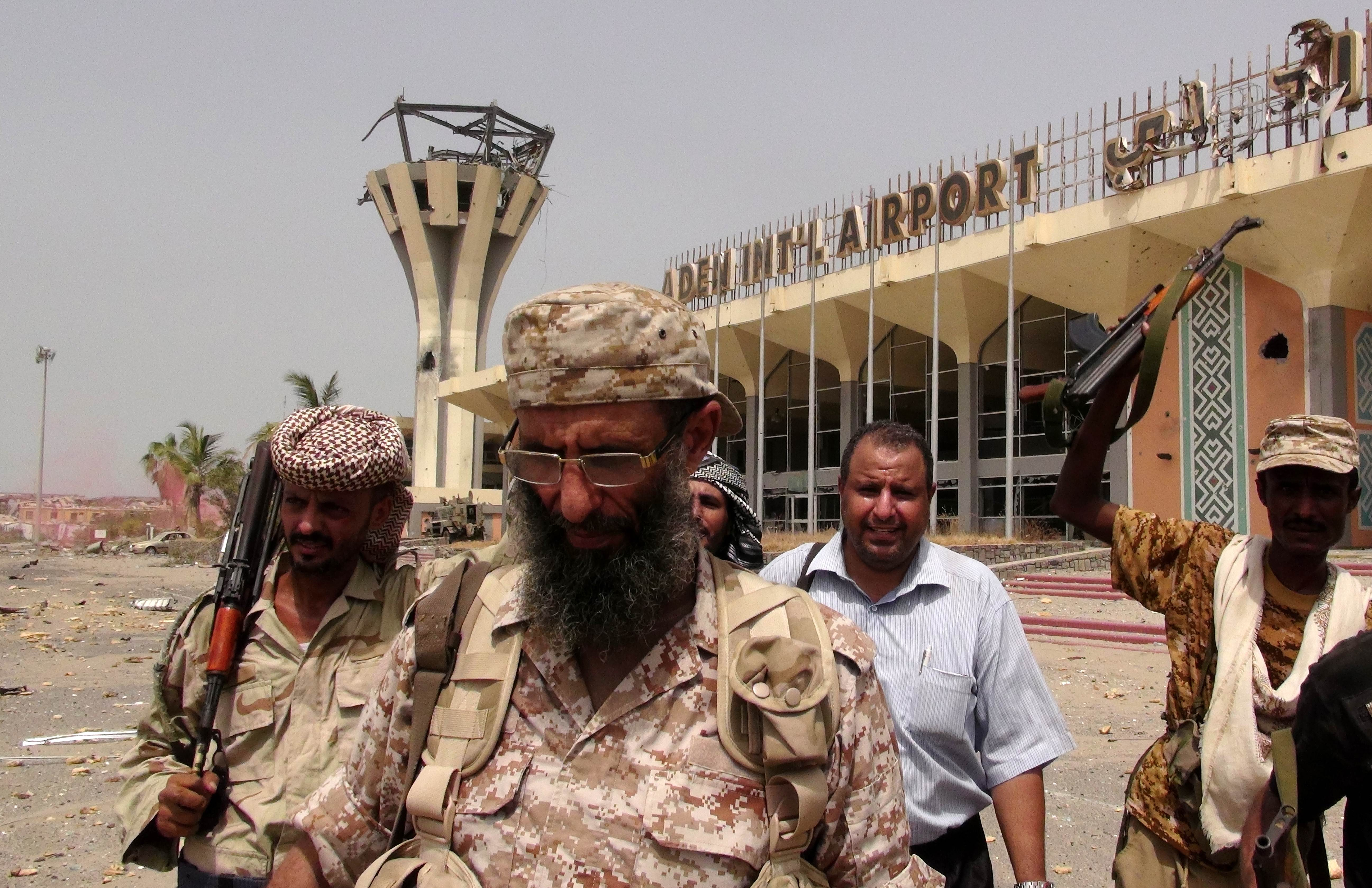 Armed militiamen loyal to Yemen's fugitive President Abde Rabbo Mansour Hadi stand Tuesday at the entrance to Aden's international airport, which they recaptured from Shiite Houthi rebels. Loyalists of Yemen's exiled president recaptured the airport in second city sealing a four-month battle with Iran-backed rebels with Saudi-led air and naval support, military sources said.   AFP-JIJI