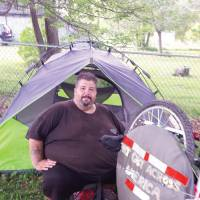 Bent rim stymies obese man's bid to bike across U.S. to lose weight