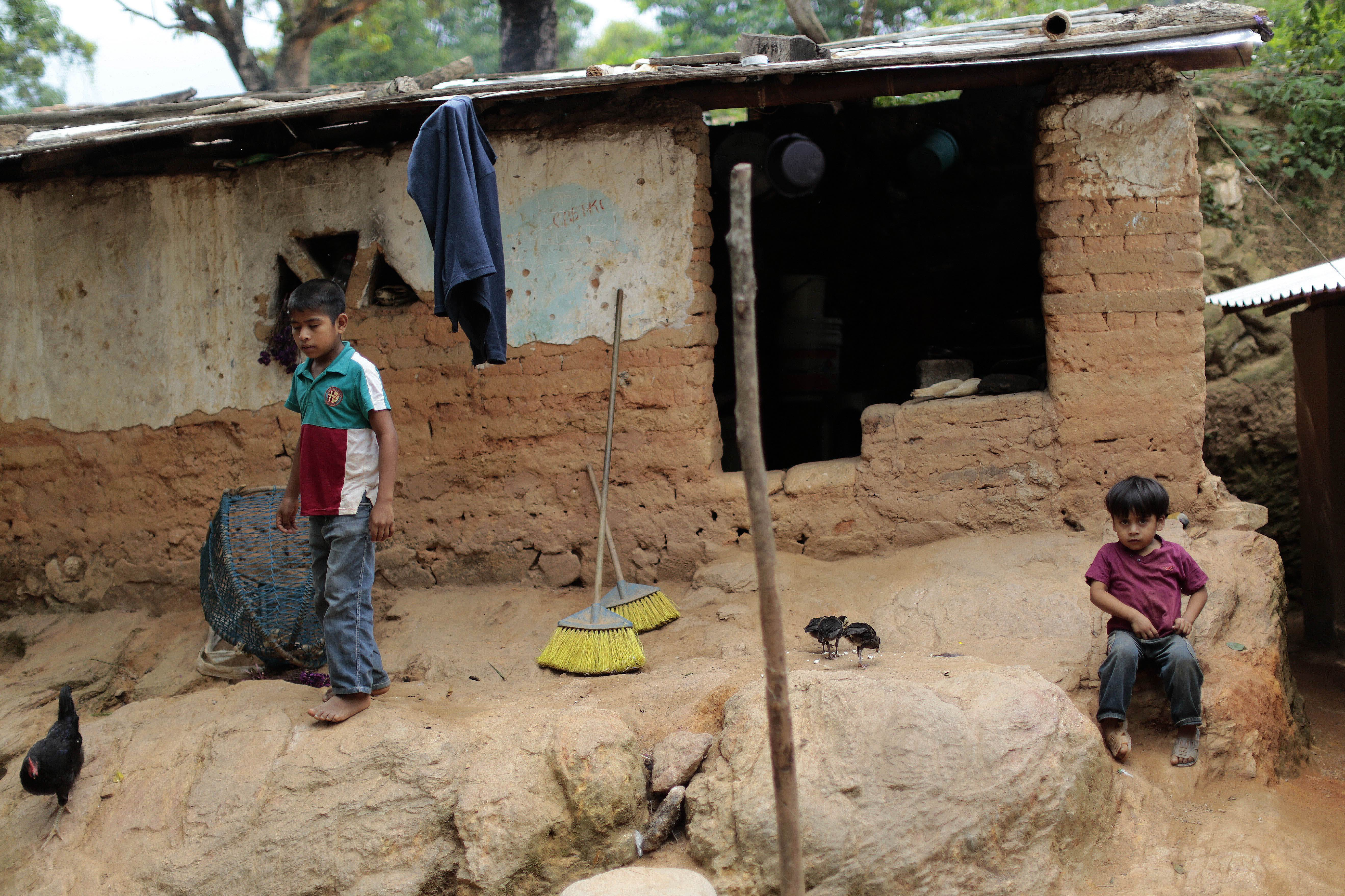 Children stay in front of their humble home in El Magueyito, Guerrero State, Mexico, on July 19. Poverty in Mexico has increased on the beginning of the presidential term of Enrique Pena Nieto with 2 million Mexicans joining this situation between 2012 and 2014, according to an official report released Thursday. | AFP-JIJI