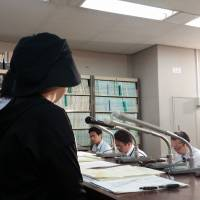 A rape victim in her 40s from the Hokkaido city of Kushiro speaks in Tokyo of both relief at the Supreme Court ruling declaring her eligible for compensation on Friday and lingering hatred of the perpetrator, her uncle. | TOMOHIRO OSAKI