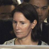 Former Toyota Motor Corp. executive Julie Hamp leaves detention at Harajuku Police Station in Tokyo on Wednesday after prosecutors decided not to indict her for illegally importing a narcotic painkiller into Japan. | KYODO