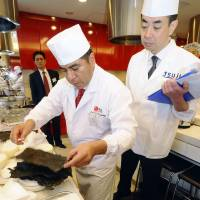 Ministry looks to issue 'black belts' in Japanese cuisine