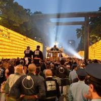 Yasukuni Shrine bans street stalls during July festival