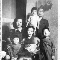 Chiune Sugihara poses for a photo with his family and his wife's sister in Bucharest. | TAISHO SHUPPAN