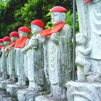 Roadside Jizo statues in Yuki town look on at passersby. | ANGELES MARIN CABELLO