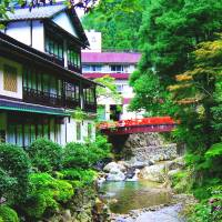 Houses and hotels back on to Yuki town's Minochigawa River. | ANGELES MARIN CABELLO