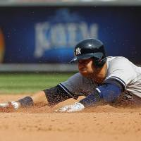 A-Rod moves up hits list; Yanks top BoSox