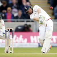 England dominates on opening day of third Ashes test