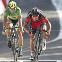Froome holds lead as Sagan misses out