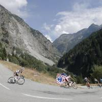 Bardet takes 18th stage; Froome holds lead