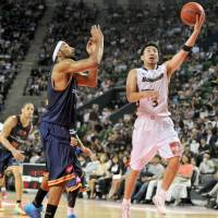 When the Japan Professional Basketball League tips off in the fall of 2016, the sport's identity will undergo big changes here as the NBL, NBDL and bj-league join forces as one three-tier entity. For bj-league stars such as Reggie Warren (left) and Masayuki Kabaya, seen competing for the Rizing Fukuoka and Yokohama B-Corsairs, respectively, in the 2012-13 season title game, the job they've done over the past decade helping to grow the game will be swept aside for a new chapter in Japan hoop history. | YOSHIAKI MIURA